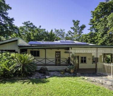 Queenslander with Classic Rural Charm - Granny Flat - 4 Bay Shed - Pool