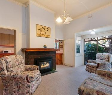 Opportunity Beckons – 8 Bed/Clinic Rooms – Awesome Location