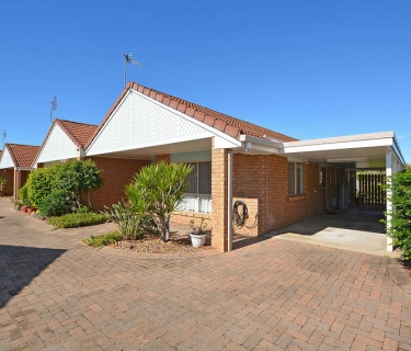 Great 2 Bedroom Unit - Close to Town