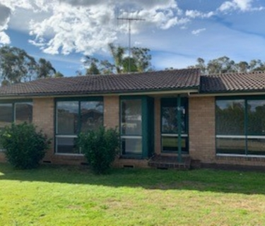 Freshly painted well presented family home with self contained granny flat is located in a cul de sac private side of Shalvey