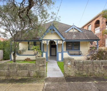 Superb Location & A Sweeping 15 Metre Approx Frontage!