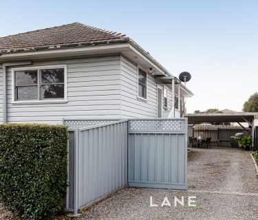 Spectacular Unit with Lifestyle Appeal.