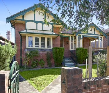 Potential Packed Residence Set On Over 870 Sqm Approx!
