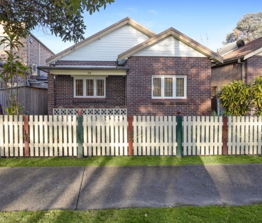Charming Bungalow in a Perfect Parkside Setting!