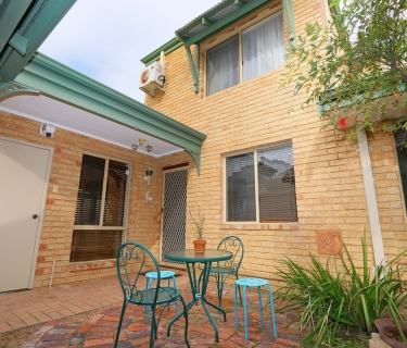 Charming three bedroom double-storey townhouse!