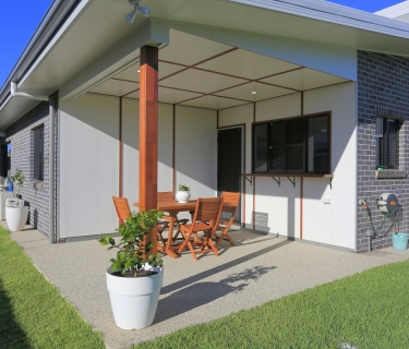 FULLY FURNISHED 2 BEDROOM UNIT IN BARGARA