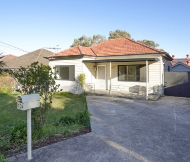 Potential Packed Property On 594 Sqm Approx