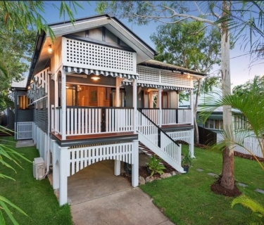 Family Queenslander in Highly Sought after Shorncliffe