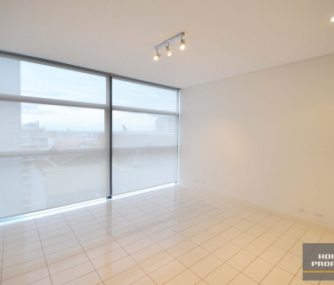ULTRA MODERN UNFURNISHED APARTMENT IN LUMIERE BUILDING!