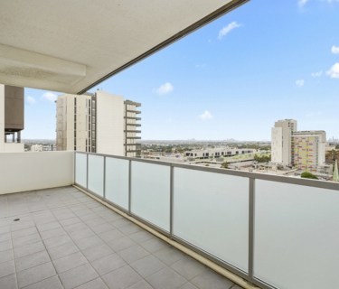 Luxurious Apartment with Stunning City views!  (Enter via George St)