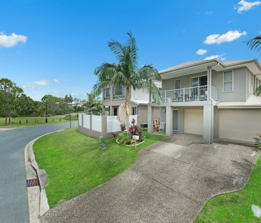 GOLF COURSE OUTLOOK - AIR CON TO LIVING AND MAIN BEDROOM