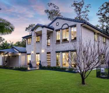 EXECUTIVE 5 BEDROOM RESIDENCE PERFECTLY PLANNED FOR QUEENSLANDS LIFESTYLE