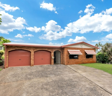 Fresh to the Market - Sought after Bayview Heights