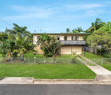 Fantastic Family Home - Big Back Yard with side Access!