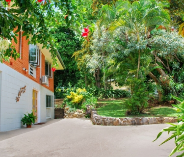 WHITFIELD - ELEVATED LOCATION - DOUBLE STOREY FAMILY HOME