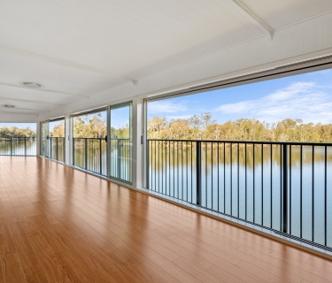 EXCLUSIVE ABSOLUTE WATERFRONT