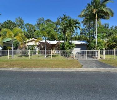 Fantastic Entry Level Property - Quite Neighborhood, Big Block + Pool!