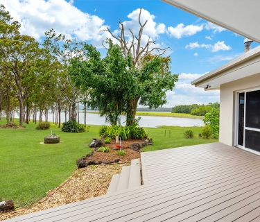 Live by the Lake - Barramundi on your Doorstep!!