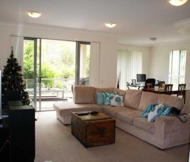 VARSITY COLLEGE CATCHMENT, SPACIOUS 3 BEDROOM AIR CONDITIONED APARTMENT WITH BALCONY AND FULLY FENCED COURTYARD