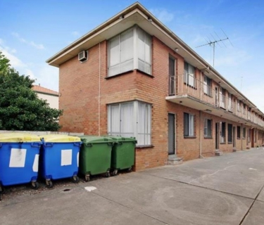 WALKING DISTANCE TO TRAIN STATION - NEWLY RENOVATED