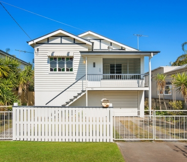 Renovated Workers Cottage in Prime Shorncliffe Position