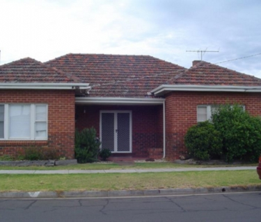 REFURBISHED AND CLOSE TO TOWN