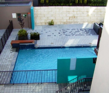 2 bed secure apartment with pool