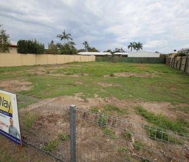 Rare Easement Free Building Block In Established Area!