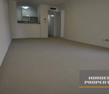 Immaculately presented sunny one bedroom apartment in the heart of Sydney CBD.