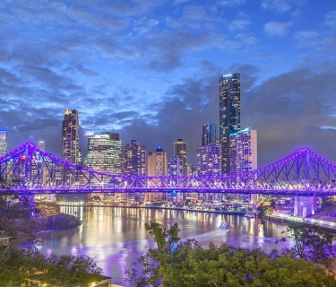 UNIQUE RENOVATED RIVER MANOR PENTHOUSE STYLE APARTMENT - SPECTACULAR PANORAMIC RIVER, CITY AND STORY BRIDGE VIEWS
