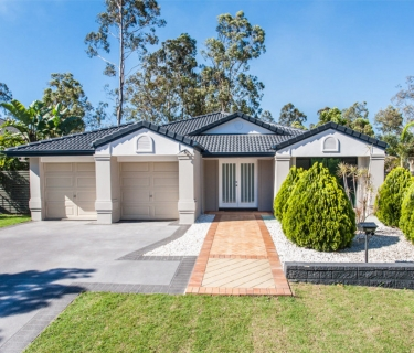 Large spacious 4 bedroom home with study and ducted air con. AVAILABLE NOW!!!