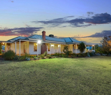 A SUPERB AUSTRALIAN HOMESTEAD AND LUXURY GUEST ACCOMMODATION