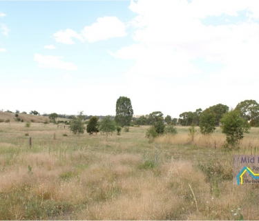 ONE ACRE IN CLARE VALLEY