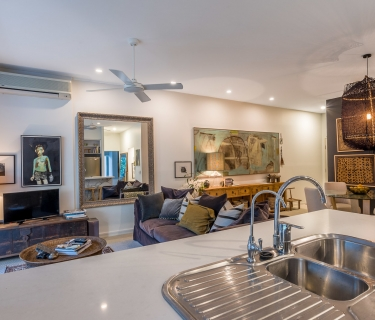 SOLD !!! EMPORIUM'S QUINTESSENTIAL APARTMENT – Immaculate presentation -  Numerous upgrades & ready for you to move into today