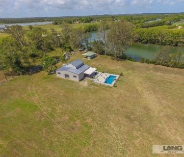30 Acres - Direct Access Riverfront