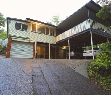 Hilltop Family Home on 1244sqm of land