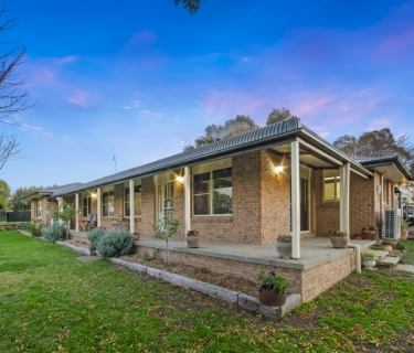 IDYLLIC RURAL LIVING WITH TOWNSHIP CONVENIENCE