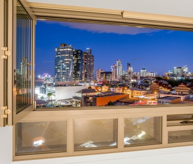 CENTRAL VILLAGE – Unique & Immaculate One Bedroom Apartment with stunning views across the Valley, CBD & Storey Bridge