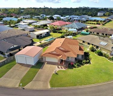 Spacious Executive Home on 1033 sqm in Sought After Estate close to the CBD