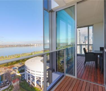 Indulge yourself - Views Sweeping across Swan River 2 Bedroom, 2 Bathroom plus Study