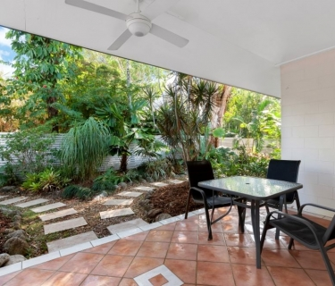 Spacious Kewarra Beach Furnished Half-Duplex