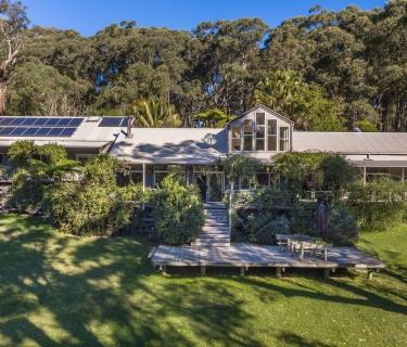 Superb, stunning acreage lifestyle