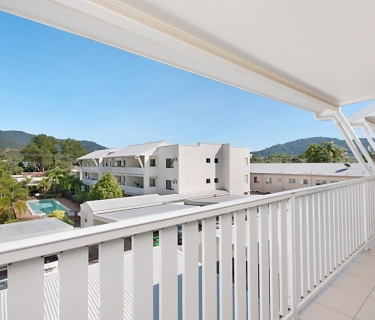 Modern Three Bedroom - Top Floor Apartment - Secure and Stylish Complex.