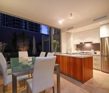 Fully Furnished executive townhouse overlooking the Queens Gardens