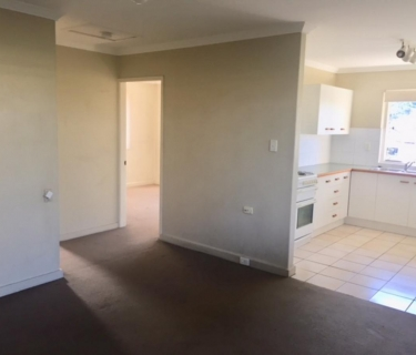 NICE UNIT IN GREAT LOCATION IN KANGAROO POINT