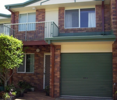 Furnished  3 Bed Townhouse, Walk to Town & Beach!