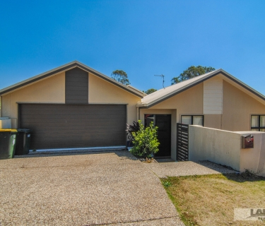 3 bedroom duplex close to everything!