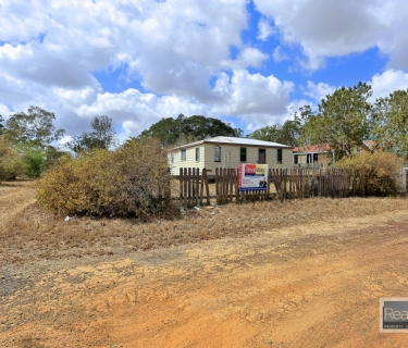 Cheapest Renovator Special !  Huge 1805 m2 !  Quick !