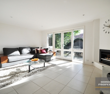 BRIGHT AND AIRY SPLIT LEVEL 2 BEDROOM HOME