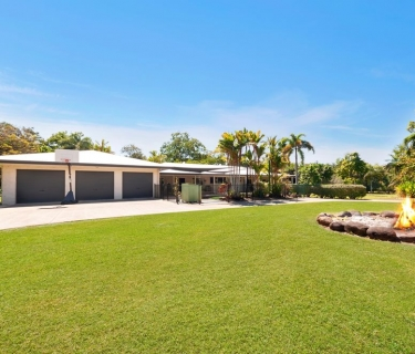 Sprawling homestead style property with subdivision potential